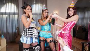 Enjoy Three Ladies in These VR Porn Foursomes naughtyamericavr vr porn blog virtual reality